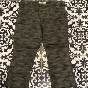 NWT Anthropologie cropped camo cargo pants